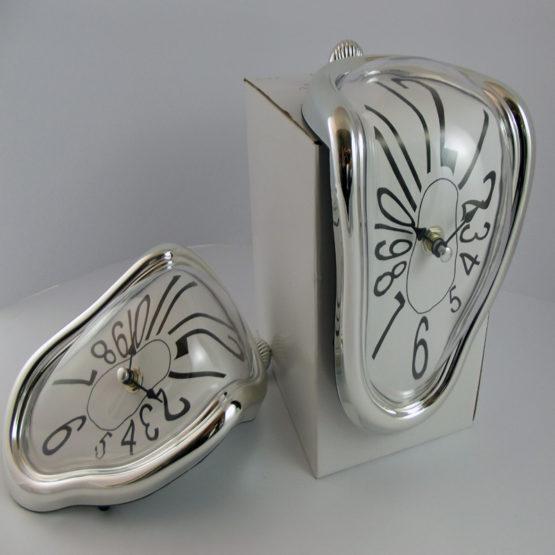 Orologio sciolto da mensola